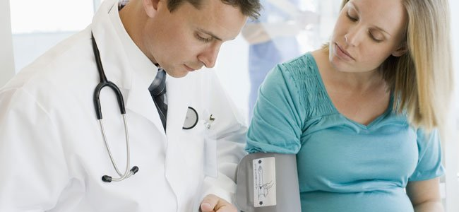 Médico con embarazada