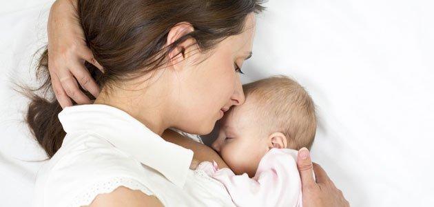 Madre primeriza con su bebé