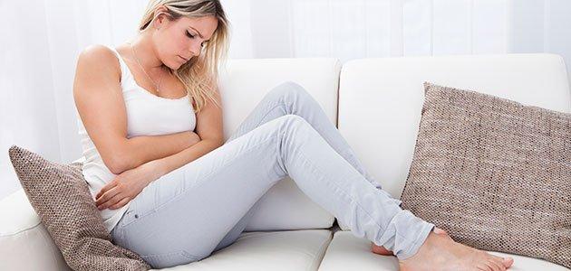 mujer con dolor de ovarios