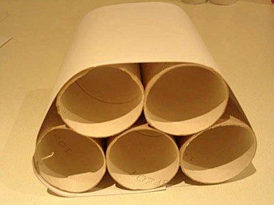 Coche de cartón