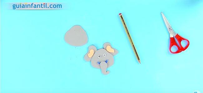Adornos para el lápiz con goma eva. Paso 2