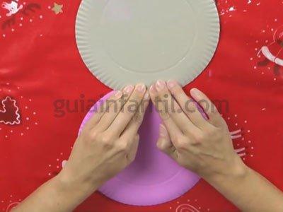 Ángel de Navidad con platos de cartón. Paso 1