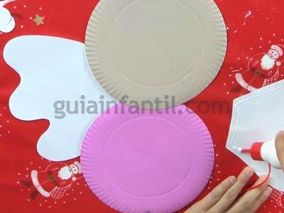 Ángel de Navidad con platos de cartón. Paso 3