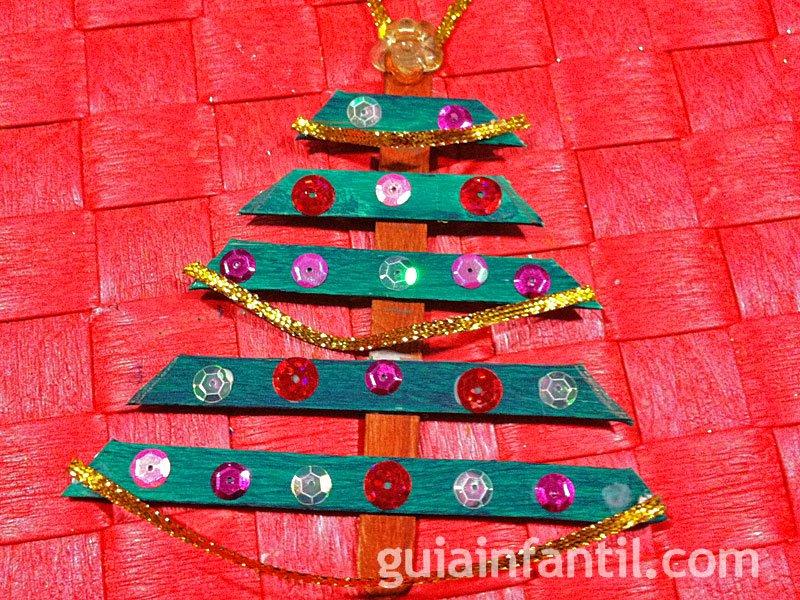 Árbol de Navidad con lentejuelas. Manualidad con palos de helado
