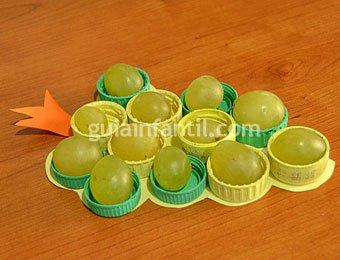 Manualidad de bandeja de uvas