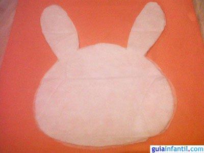 Manualidad bolsa de conejo. Paso 2.