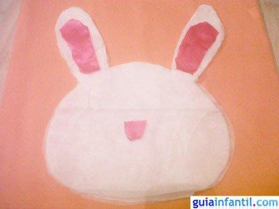 Manualidad bolsa de conejo. Paso 4.