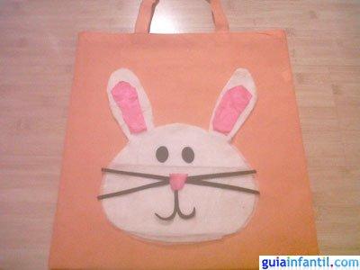 Manualidad bolsa de conejo. Paso 5.