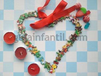 Corazón hecho con piezas de puzzle