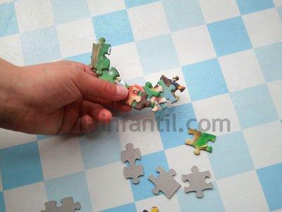 Corazón con piezas de puzzle. Paso 2