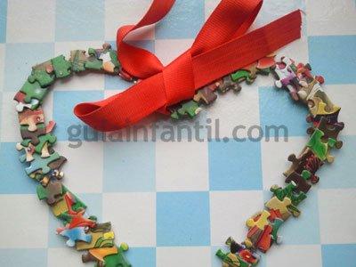 Corazón con piezas de puzzle. Paso 4