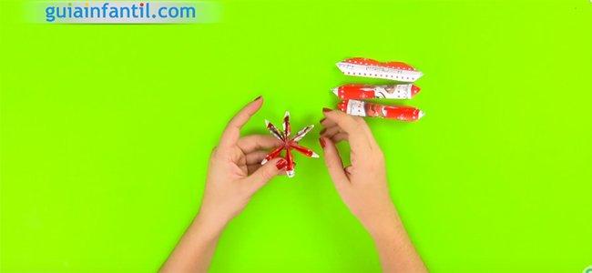 Corona de Navidad con papel. Paso 3