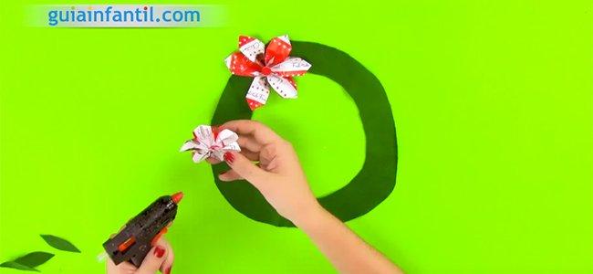 Corona de Navidad con papel. Paso 5