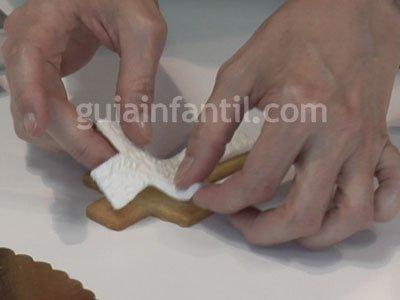 Galletas fondant con forma de cruz para Primera Comunión. Paso 2