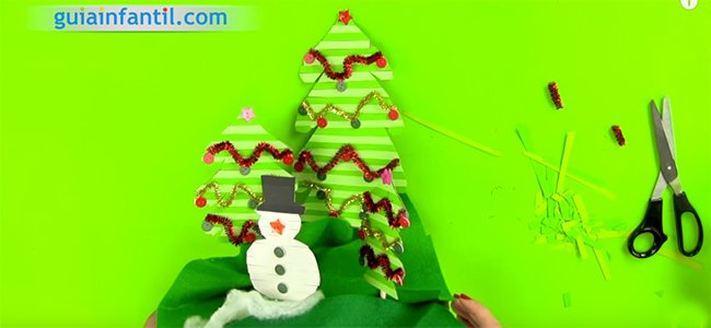 Arboles de Navidad y muñeco de nieve. Paso 4