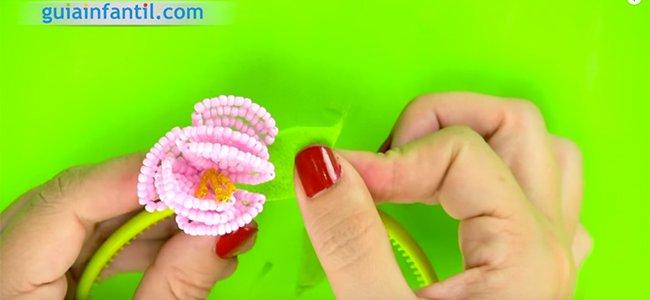 Cómo hacer una flor con abalorios. Paso 6