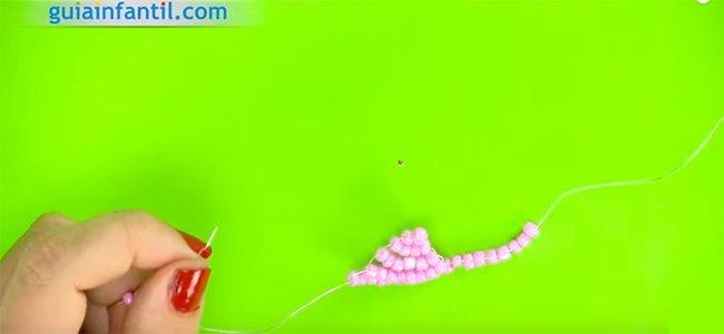 Cómo hacer una flor con abalorios. Paso 3