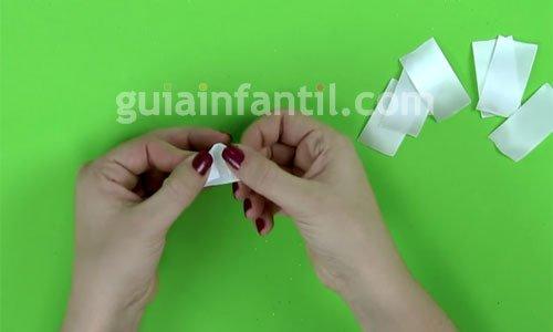 Cómo hacer una diadema con flores. Paso 2