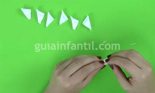 Cómo hacer una diadema con flores. Paso 3