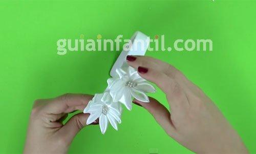 Cómo hacer una diadema con flores. Paso 5