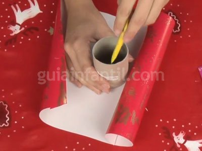 Envolver regalos de Navidad. Paso 1