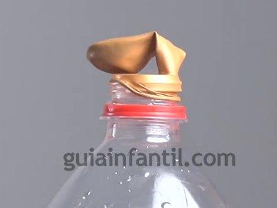 Cómo inflar un globo con una botella. Paso 2.