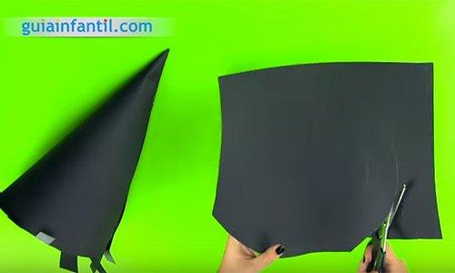Cómo hacer un sombrero de bruja. Paso 3