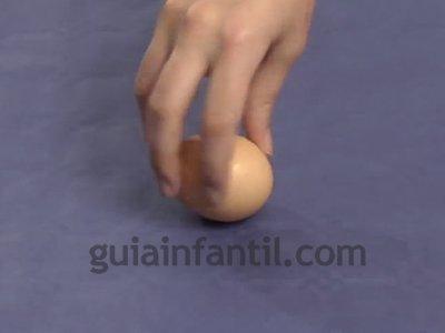 Diferenciar un huevo crudo de uno cocido. Paso 4