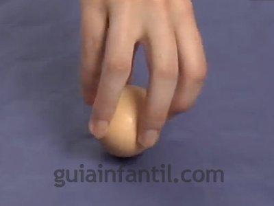 Diferenciar un huevo crudo de uno cocido. Paso 3