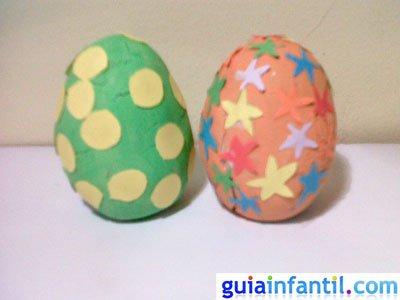 Manualidad huevo de Pascua de plastilina. Paso 5.