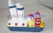 Barco pirata con cajas de huevos
