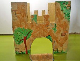 Castillo con caja de cartón