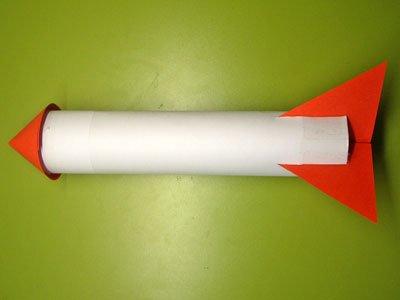 Cohete con tubo de cocina