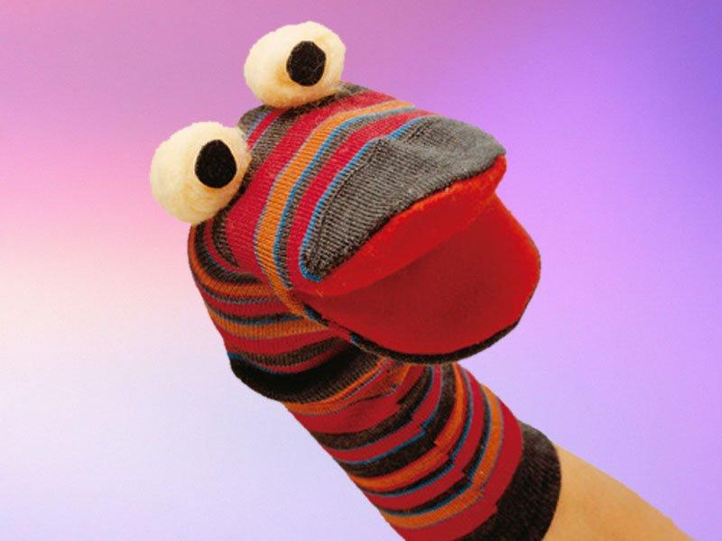 Calcetín marioneta. Manualidad de reciclaje para niños