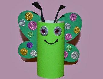 Mariposa multicolor con rollo de papel higiénico