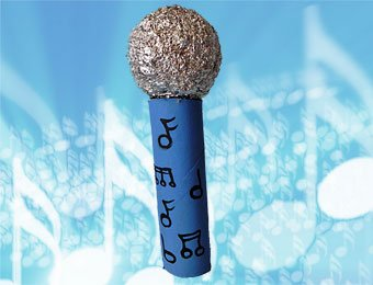 Micrófono con rollo de papel