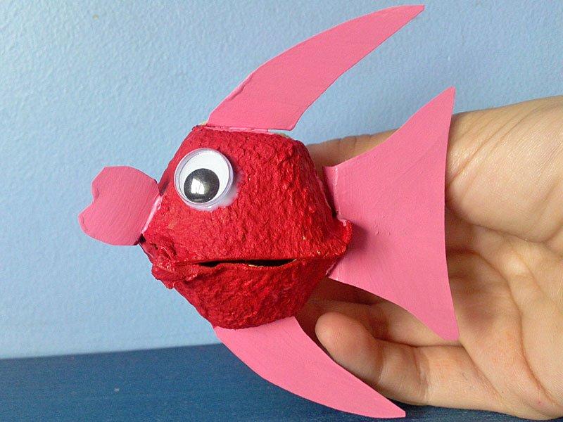 pez globo con hueveras manualidad de reciclaje
