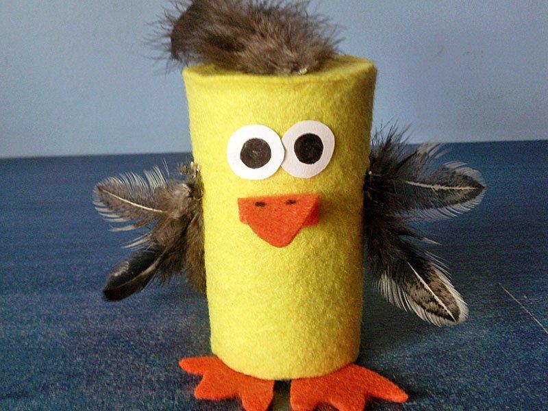 Pollito con rollo de papel higiénico, manualidad de reciclaje