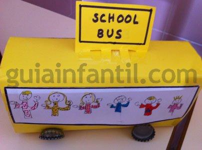 Manualidades de reciclaje. Cómo hacer un autobús escolar