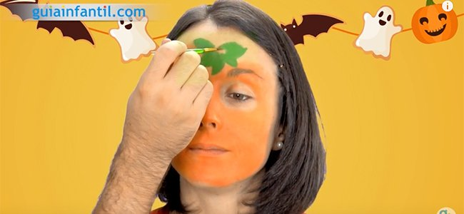 Maquillaje de calabaza para Halloween. Paso 2