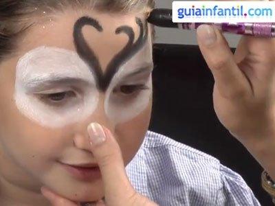 Maquillaje de reno para niños. paso 2
