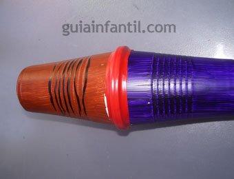 Maracas de colores hechas con vasos