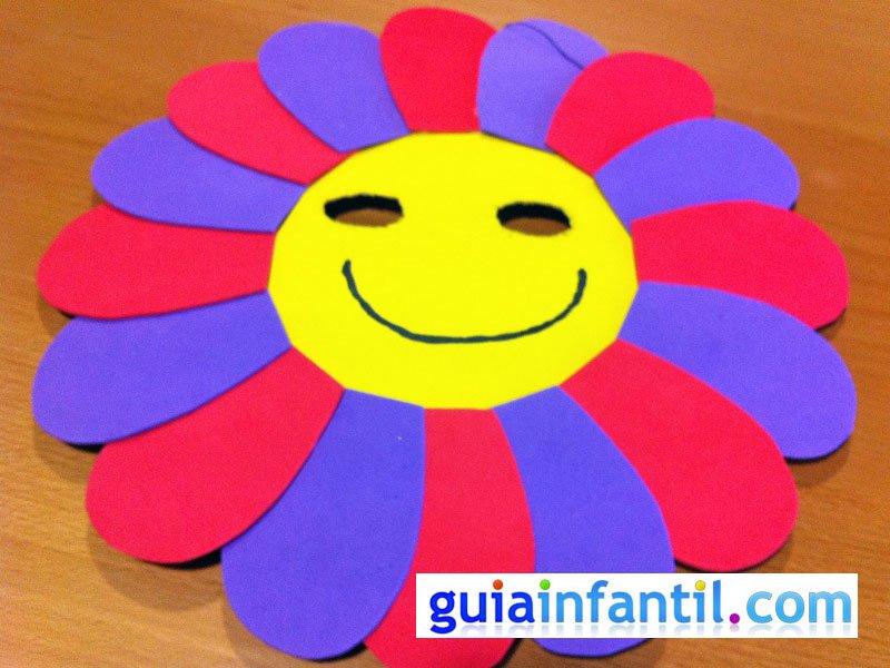 Máscara de flor con plato de papel. Manualidades de Carnaval