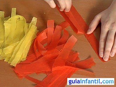 tiras de papel seda de colo amarillo, naranja y marrón. Hazlos de