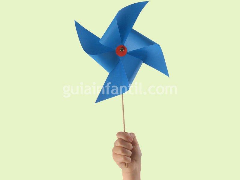 Un molinillo de viento. Manualidades infantiles