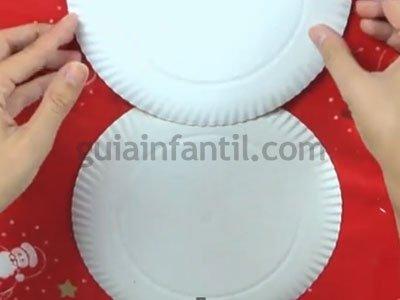 Muñeco de nieve con platos de cartón. Paso 1