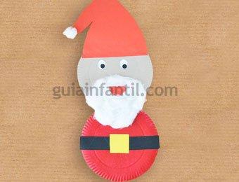 Papá Noel con platos de cartón