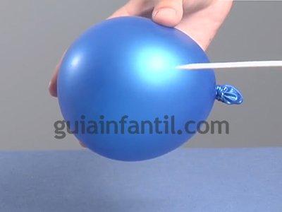 Atravesar un globo sin que explote. Paso 2.