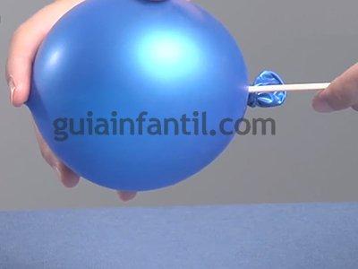 Atravesar un globo sin que explote. Paso 3.