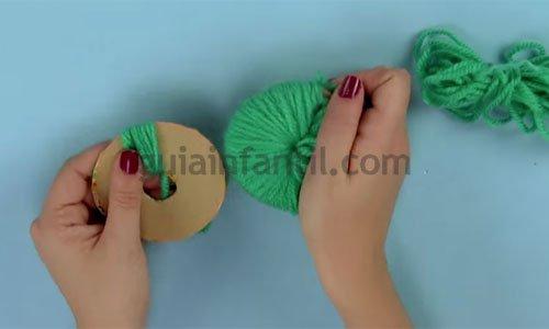 Pompones de animales con lana. Paso 12